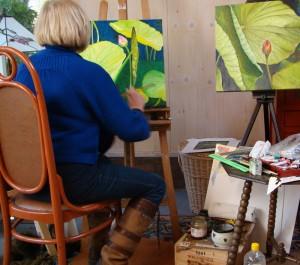 Wilma in haar atelierschuur